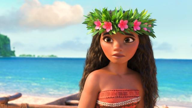 Moana Waialiki é uma corajosa jovem, filha do chefe de uma tribo na Oceania, vinda de uma longa linhagem de navegadores. Querendo descobrir mais sobre seu passado e ajudar a família, ela resolve partir em busca de seus ancestrais, habitantes de uma ilha mítica que ninguém sabe onde é. Acompanhada pelo lendário semideus Maui, Moana começa sua jornada em mar aberto, onde enfrenta terríveis criaturas marinhas e descobre histórias do submundo.