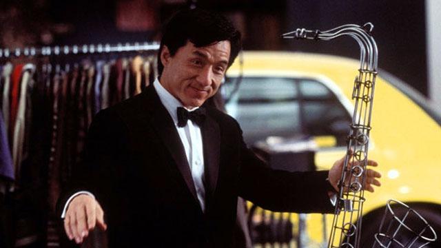 Jimmy Tong é o simpático chofer do milionário Clark Devlin, que acaba sofrendo um acidente que o hospitaliza. Tong é enviado para a casa de seu patrão para resolver alguns assuntos, quando decide vestir o paletó do patrão sem saber que ele dá superpoderes a quem o vestir. E ele acaba se envolvendo em uma intriga internacional de espionagem que o coloca ao lado de Del Blaine, sua mais nova parceira.