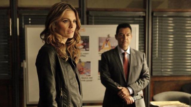 Episódio 'No Covil da Fera': Beckett é chamada para auxiliar em um caso da Divisão de Narcóticos que deveria ser simples, mas as coisas saem do controle e ela acaba lutando pela própria vida.