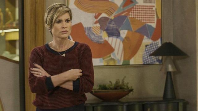 Helena descobre que Téo passou a noite com Luna/Fiona no Rio de Janeiro.