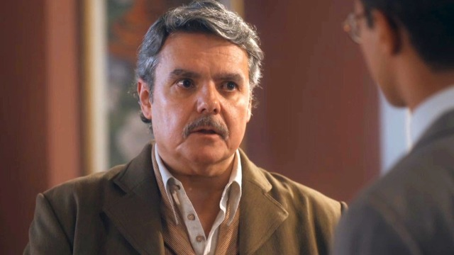 Afonso enfrenta Julinho para saber paradeiro de Lola.