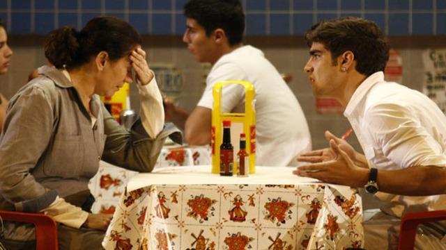 Antenor assume vergonha de Griselda e decide contratar atriz para se passar por sua mãe.