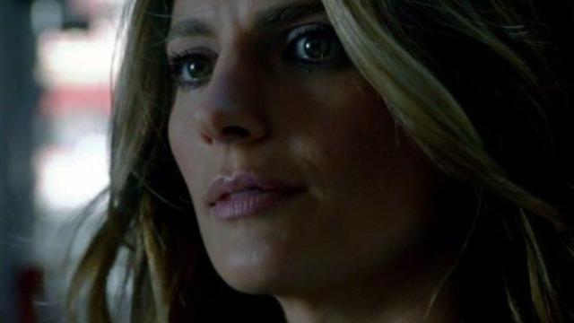 Episódio 'Veritas': Um homem que Beckett estava seguindo em segredo é encontrado morto - e um notório criminoso envolvido com a primeira morte é assassinado com a arma da investigadora. Frente a essa armação, ela não tem outra escolha senão fugir.