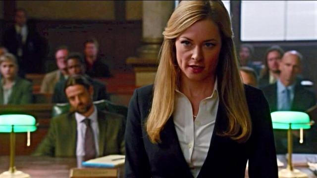 Episódio 'Indolor': Pierce e Moretti procuram por um assassino quando um promotor morre no meio de uma audiência. Moretti e Donnie tomam decisões sobre seu futuro.