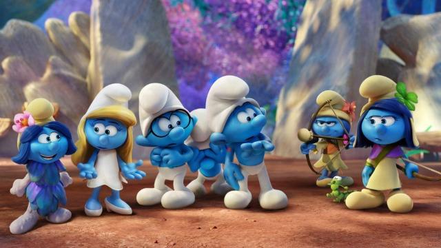 Smurfette não está contente: ela começa a perceber que todos os homens do vilarejo dos Smurfs têm uma função precisa na comunidade, menos ela. Indignada, ela parte em busca de novas descobertas e conhece uma floresta encantada, com diversas criaturas mágicas. Enquanto isso, o vilão Gargamel segue os seus passos.