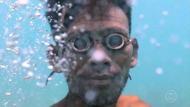 Conheça o 'Homem Peixe', membro de uma comunidade de ciganos do mar