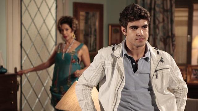 Antenor fica em choque com atitude de René e muda plano para não ser desmascarado por Tereza Cristina.