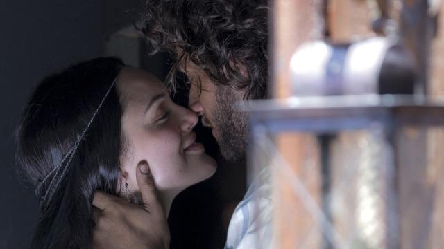 Anna e Joaquim juram amor eterno e selam compromisso.