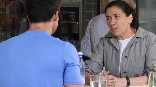 Griselda apoia Juan em queixa contra Antenor.