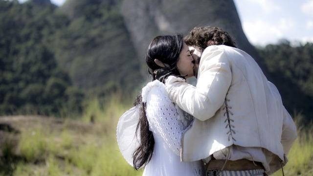 Pedro beija Anna à força, Jacira se declara a Joaquim e Carlota Joaquina tenta agarrar Piatã.