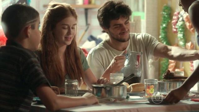 Jonatas convida Eliza para conhecer sua família e Cassandra toma atitude drástica.