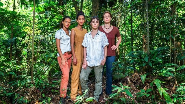 Quatro mulheres, integrantes de uma ONG, arriscam suas vidas ao investigar uma quadrilha de crimes ambientais na Amazônia.
