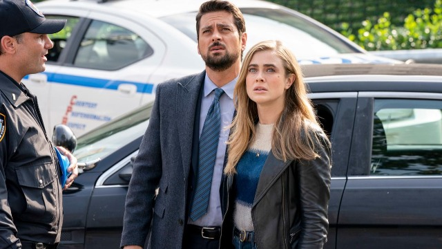 Ben se alia a Vance na busca pelos desaparecidos. Michaela ajuda um passageiro suicida que acredita ser o Anjo da Morte.
