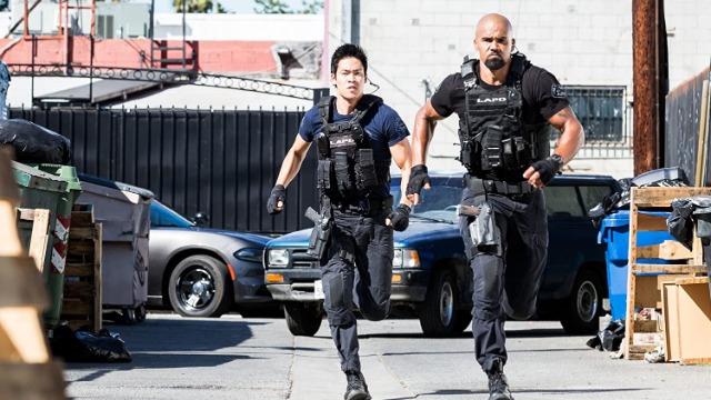 Quando uma série de invasões são cometidas por impostores que se passam pela S.W.A.T. em um bairro nobre, Hondo e a equipe suspeitam que as vítimas estejam escondendo algo.