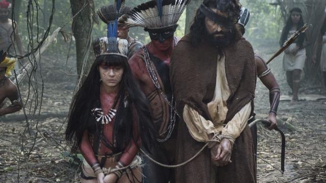 Índios prendem Ferdinando após flagrarem o botânico com Jacira