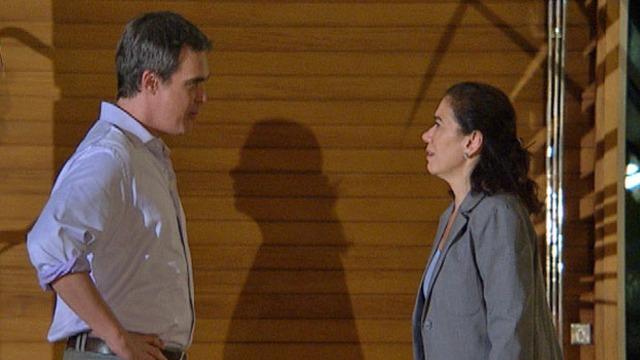 Humilhado por Tereza Cristina, René faz promessa a Griselda.