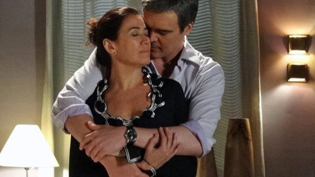 Griselda supera trauma e tem noite de amor com René.