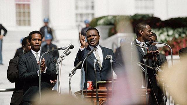 Cinebiografia do pastor protestante e ativista social Martin Luther King. Jr, que acompanha as históricas marchas realizadas por ele e manifestantes pacifistas em 1965, entre a cidade de Selma, no interior do Alabama, até a capital do estado, Montgomery, em busca de direitos eleitorais iguais para a comunidade afro-americana.