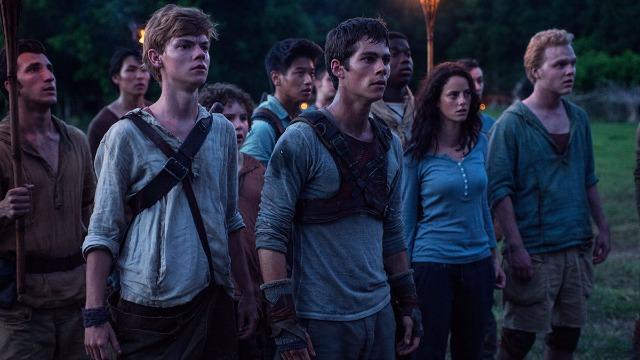 Em um mundo pós-apocalíptico, o jovem Thomas é abandonado em uma comunidade isolada formada por garotos, após toda a sua memória ter sido apagada. Logo, ele se vê preso em um labirinto, onde será preciso unir forças com outros jovens para que consiga escapar.