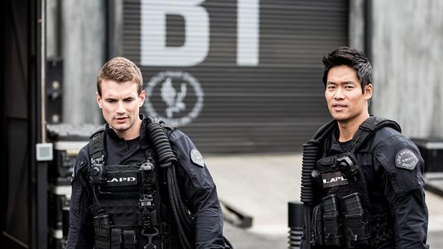 Uma queixa de conduta imprópria contra Hondo o tira da ativa, e Deacon intervém para liderar a equipe na busca de uma quadrilha de assaltantes.