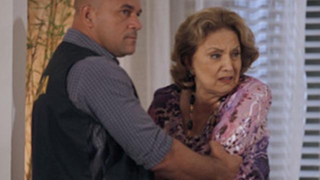 Íris revela crime e entrega Tereza Cristina à polícia