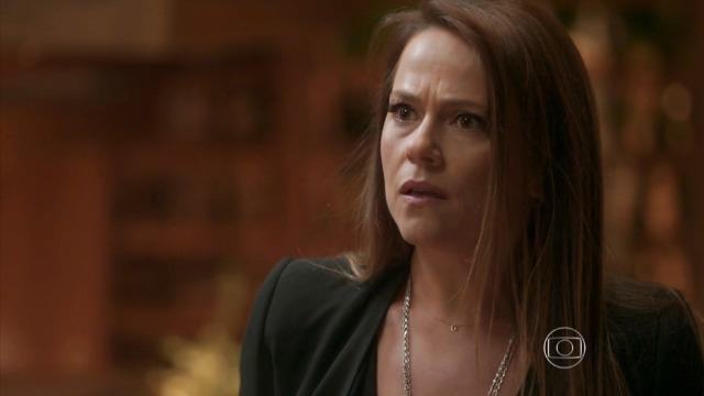 Lili descobre que Germano teve um caso com Gilda: 'Cafajeste!'
