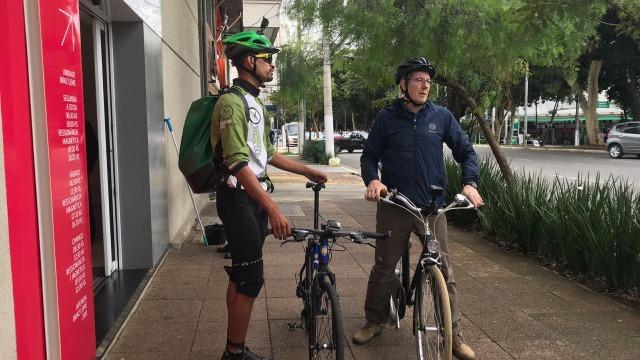 Uma aventura sobre duas rodas para contar a história de brasileiros que optaram por uma vida mais saudável tendo a bicicleta como aliada.