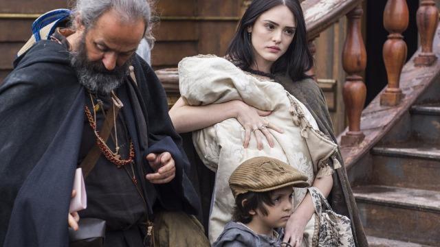 Anna desiste de fugir para Portugal para lutar por Joaquim e volta à Corte.
