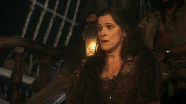 Elvira é raptada por Jacinto e vai parar em navio pirata