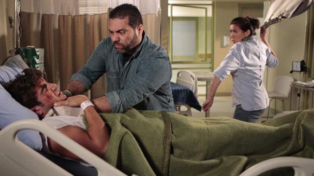Griselda luta com bandido para salvar Antenor da morte