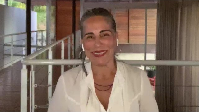 """Nos 70 anos da TV brasileira, Glória Pires revê sua trajetória na televisão e fala sobre a """"reestreia"""" de """"Vale Tudo"""" no Globoplay."""