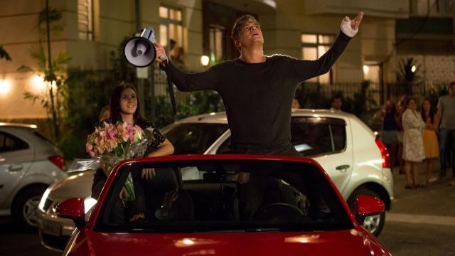 Arthur faz surpresa para Eliza e a pede em casamento