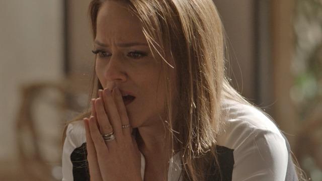 Lili chora muito ao descobrir que está grávida