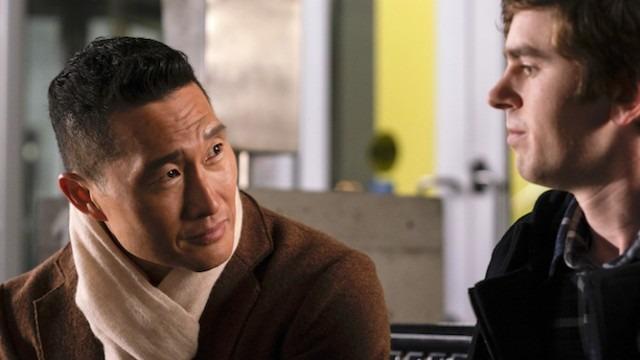 O novo chefe de cirurgia questiona se deve manter Shaun como residente após sua dura honestidade com a mãe de um recém-nascido gravemente doente.