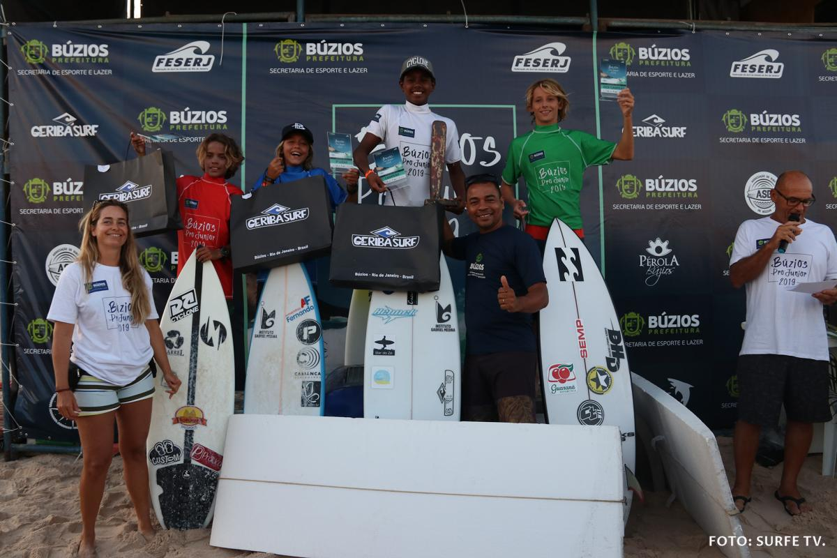 Pódio Sub-14. Foto: SURFE TV @surfetv.